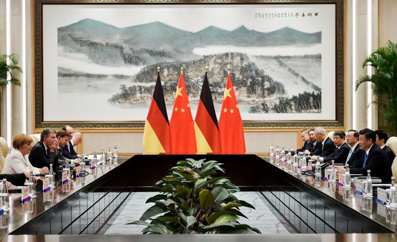 Chinese President Xi Jinping (right) and German Chancellor Angela Merkel (left) during their meeting at the West Lake State House on the sidelines of the G20 Summit, in Hangzhou, Zhejiang province, China, September 5, 2016. Photo: Reutersl