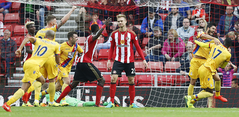 Crystal Palace's Christian Benteke celebrates scoring their third goal as Sunderland's Jan Kirchhoff looks dejected in English Premier League football match at Stadium of Light, on Saturday 24, 2016. Photo: Reuters
