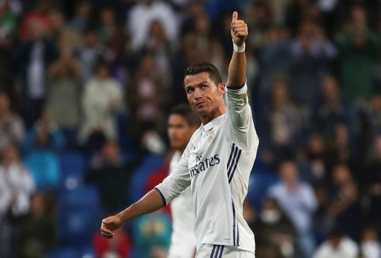 Football Soccer - Real Madrid v Sporting Portugal - UEFA Champions League group stage - Santiago Bernabeu stadium, Madrid, Spain - 14/09/16 Real Madrid's Cristiano Ronaldo reacts at the end of the match.  REUTERS/Susana Vera