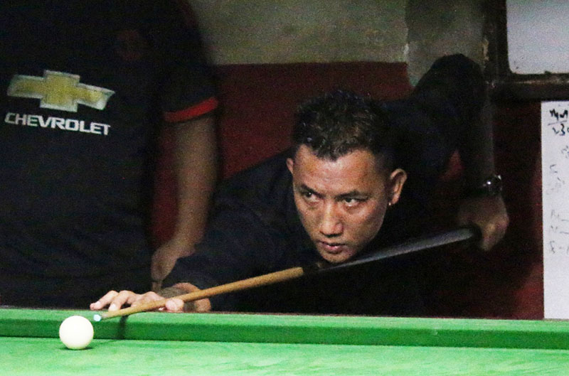 Rajan Lama plays a shot against Jimi Lama during the first Dashain Cup Snooker Tournament in Kathmandu on Thursday, September 29, 2016. Photo: THT