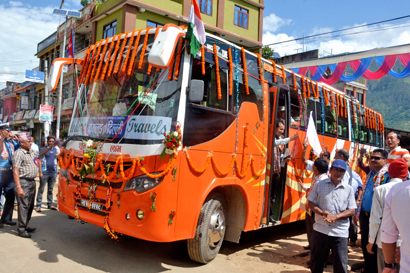 A bus is being decorated with garlands as it is about to leave for New Delhi of India from Baglunj district, on Friday, September 23, 2016. Photo: RSS