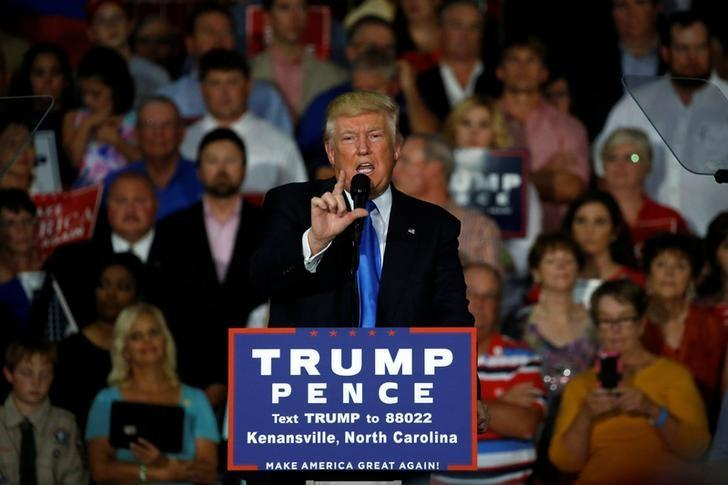 Republican presidential nominee Donald Trump holds a rally with supporters in Kenansville, North Carolina, U.S. September 20, 2016. REUTERS/Jonathan Ernst