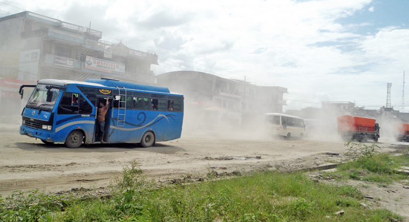 Vehicles wade through the clouds of dust along the East-West Highway at Ratnanagar of Chitwan district, on Tuesday, September 13, 2016. Photo: RSS