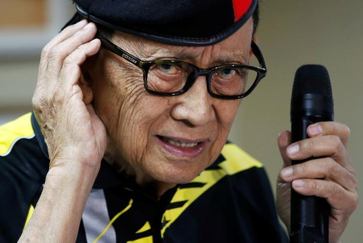 Former Philippine President Fidel Ramos gestures as he speaks to journalists during a trip to Hong Kong, China after the Hague court's ruling over the maritime dispute in South China Sea, August 9, 2016. REUTERS/Tyrone Siu/Files