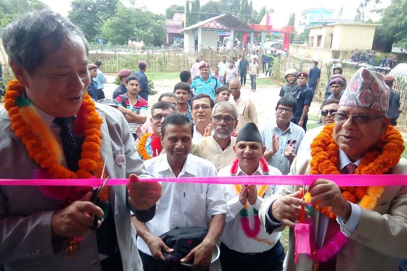 Former Prime Minister and CPN-UML senior leader Madhav Kumar Nepal (right) and Japanese Ambassador to Nepal Masashi Ogawa inaugurate a community building in Ganga Pipara of Rautahat, on Wednesday, September 7, 2016. Photo: Prabhat Kumar Jha