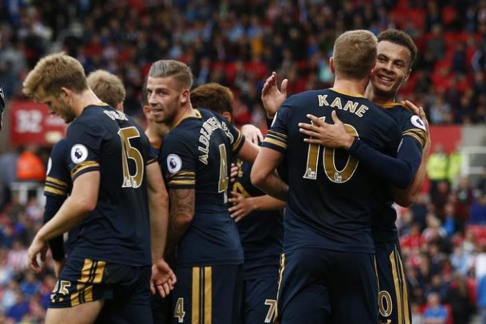 Britain Soccer Football - Stoke City v Tottenham Hotspur - Premier League - bet365 Stadium - 10/9/16nTottenham's Harry Kane celebrates scoring their fourth goal with team matesnReuters / Peter NichollsnLivepic