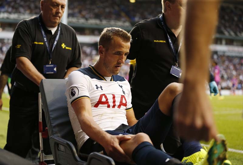 Tottenham's Harry Kane is stretchered around the pitch after sustaining an injury during Premier League game at White Hart Lane on September 18, 2016. Photo: Reuters