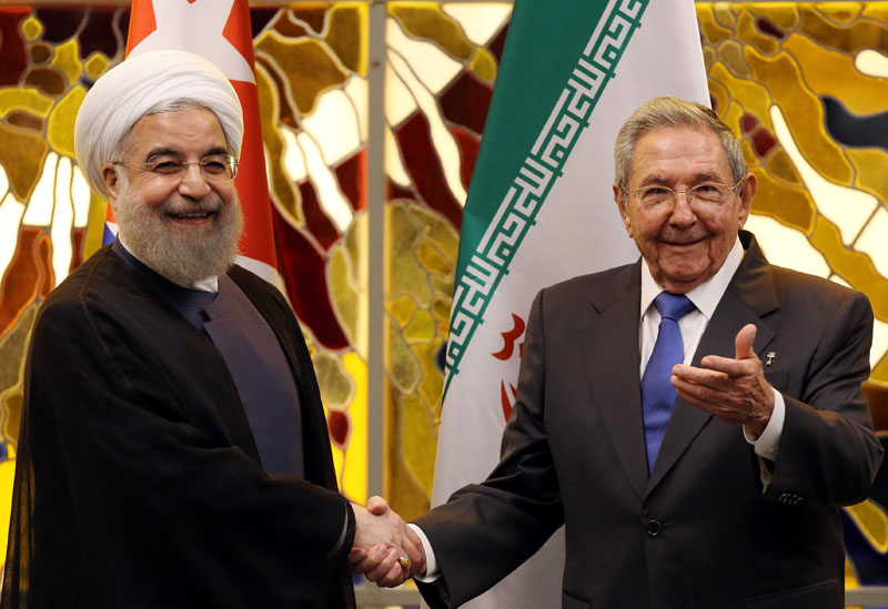 Iran's President Hassan Rouhani (Left) shakes hands with Cuba's President Raul Castro  at the Palace of the Revolution in Havana, Cuba, on September 19, 2016. Photo: Reuters