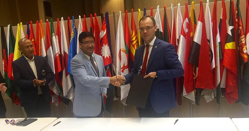NOC President Jeevan Ram Shrestha (left) and CAGIC President Dmitry E Glushko exchanging the MoU in Danang on Sunday, September 25, 2016. Photo courtesy: NOC