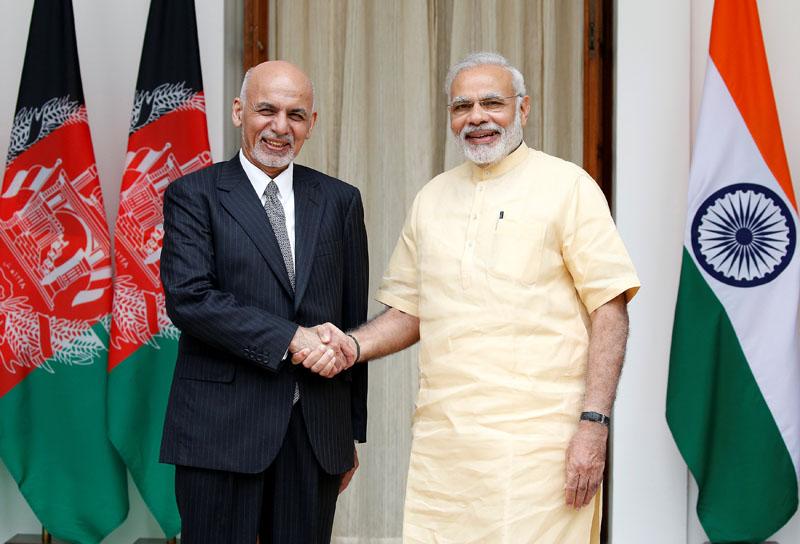 Afghan President Ashraf Ghani (Left) and India's Prime Minister Narendra Modi pose for the media outside Hyderabad House in Delhi, India, on September 14, 2016. Photo: Reuters