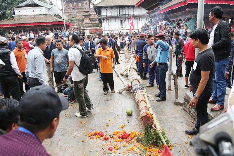 The locals erect lingo (a sacred wooden pole)  to mark the start of Indra Jatra on the premises of Hanuman Dhoka, in Kathmandu, on Tuesday, September 13, 2016. Photo: RSS