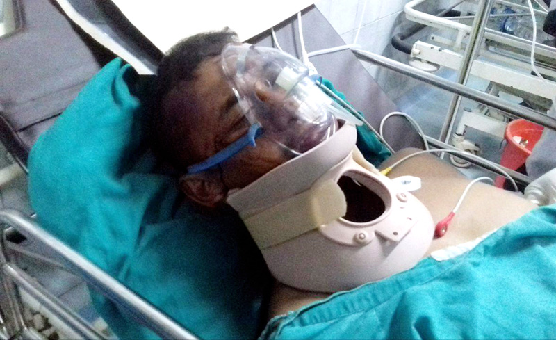 Driver Bishnu Rai, who was injured after the jeep carrying former Minister for Home Affairs Madhav Ghimire plunged into the Trishuli River in Chitwan on Sunday, undergoing treatment at the Bharatpur Hospital, on Sunday, September 26, 2016. Photo: RSS