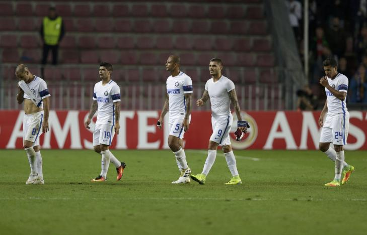 Football Soccer - Sparta Praha v Inter Milan - UEFA Europa League Group Stage - Group K -  Generali Arena, Prague, Czech Republic - 29/09/2016. Players of Inter Milan react after the lost match. REUTERS/David W Cerny