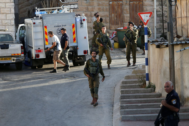 Israeli forces gather near the scene of what the Israeli military said was a stabbing attack by a Palestinian, in Tal-Rumida in the West Bank city of Hebron, on September 16, 2016. Photo: Reuters