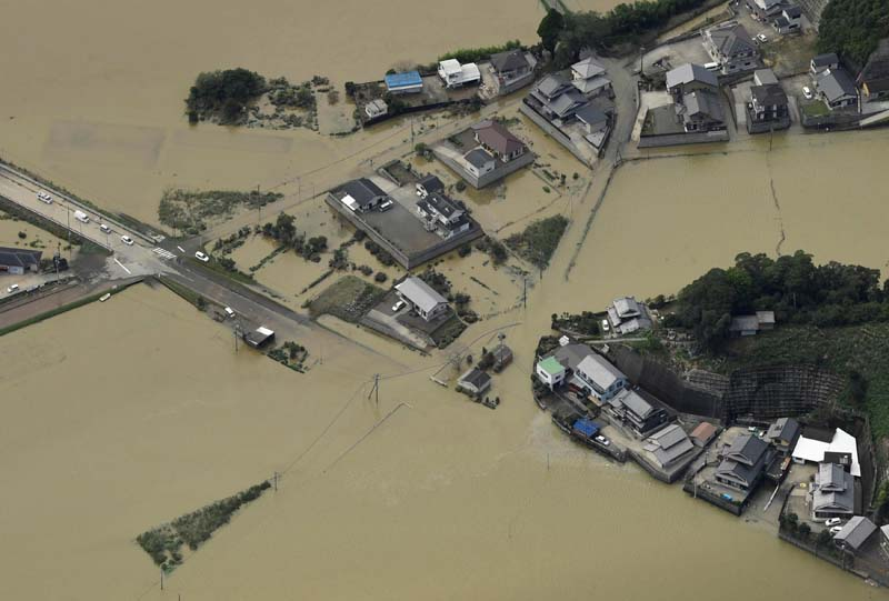 An aerial view shows flooded area due to heavy rains caused by Typhoon Malakas in Nobeoka, Miyazaki Prefecture, southwestern Japan, on Tuesday, September 20, 2016. Photo: Reuters