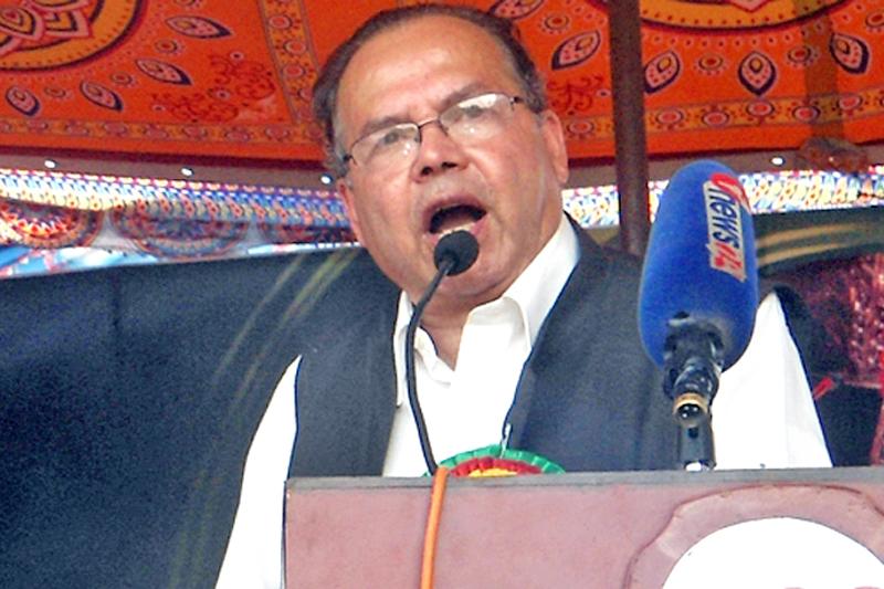 Former Prime Minister and Senior CPN-UML leader Jhalanath Khanal speaking at a programme in Chitwan, on Thursday, September 15, 2016. Photo: RSS