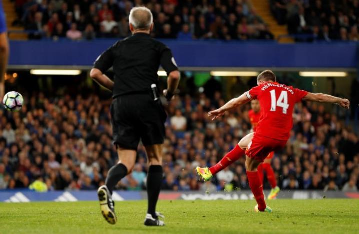 Britain Football Soccer - Chelsea v Liverpool - Premier League - Stamford Bridge - 16/9/16nLiverpool's Jordan Henderson scores their second goal nAction Images via Reuters / John Sibley