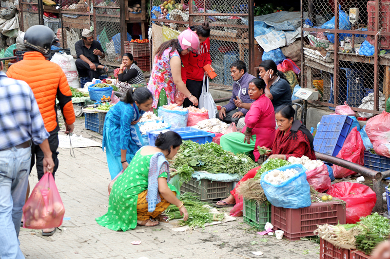 Consumers buying green vegetables at Kalimati-based Kalimati Vegetable and Fruit Market, on Wednesday, September 28, 2016. Photo: RSS