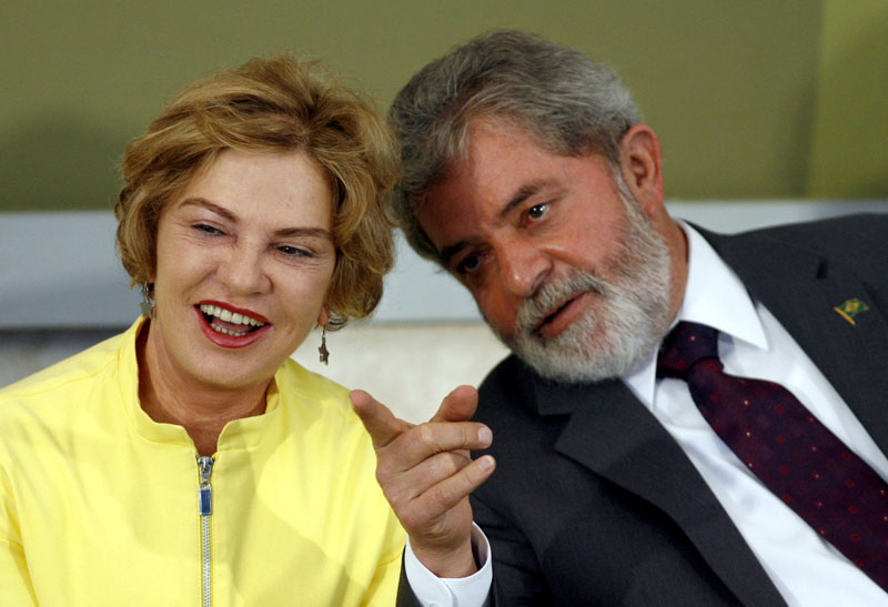 File - Brazil's President Luiz Inacio Lula da Silva talks with his wife Marisa Leticia during a ceremony at Planalto Palace in Brasilia, on June 26, 2007. Photo: Reuters