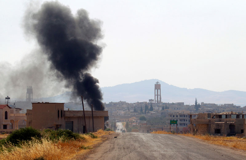 Smoke rises from Taybat al Imam town after rebel fighters from the hardline jihadist Jund al-Aqsa advanced in the town in Hama province, Syria August 31, 2016. Photo: REUTERS
