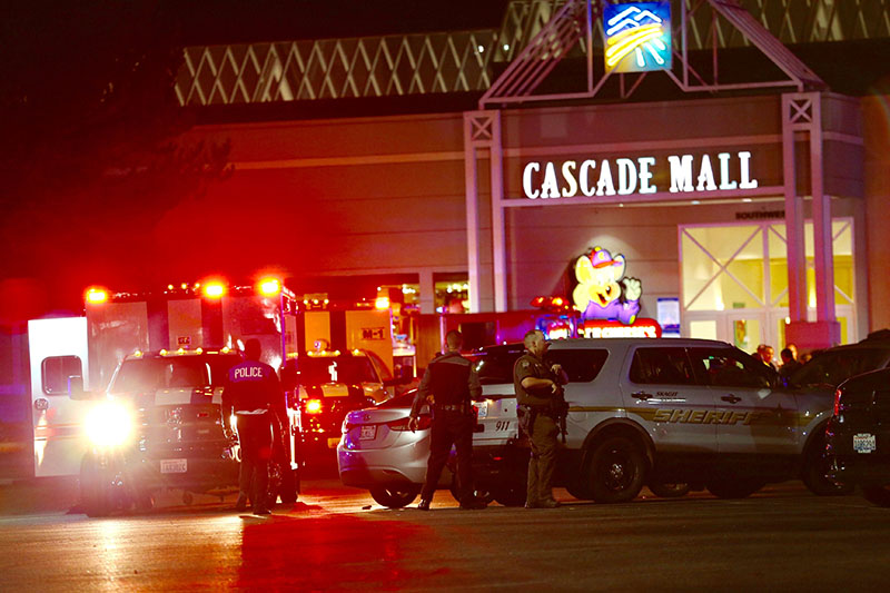 Law enforcement officers work at the crime scene outside of Cascade Mall in Burlington, Washington, where several people were fatally shot on Friday, September 23, 2016. Photo: Dean Rutz/The Seattle Times via AP
