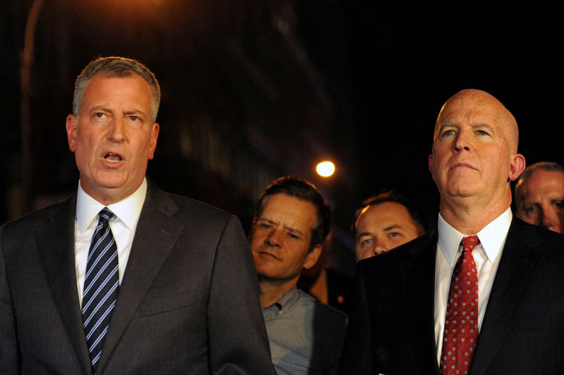 New York City Mayor Bill de Blasio (Left) and New York Police Department  Commissioner James O'Neill give a news conference near the site of an explosion in the Chelsea neighborhood of Manhattan, New York, US  September 17, 2016.  Photo: Reuters