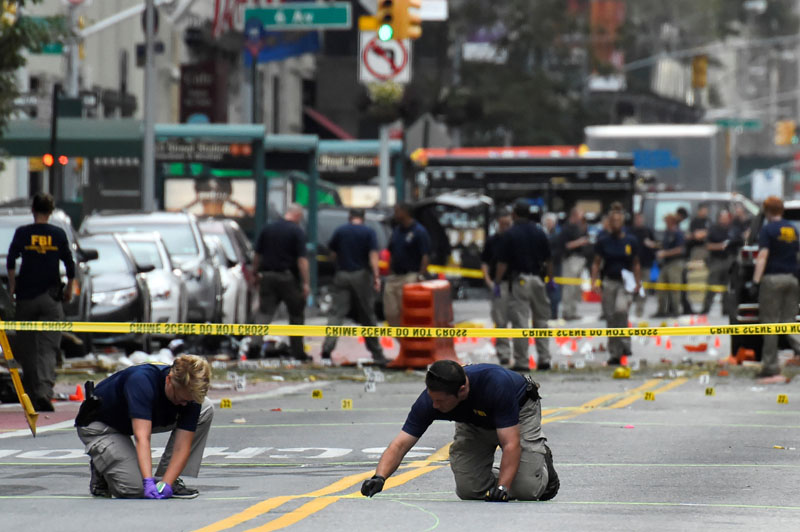 Federal Bureau of Investigation (FBI) officials mark the ground near the site of an explosion in the Chelsea neighborhood of Manhattan, New York, US, on  September 18, 2016.  Photo: Reuters
