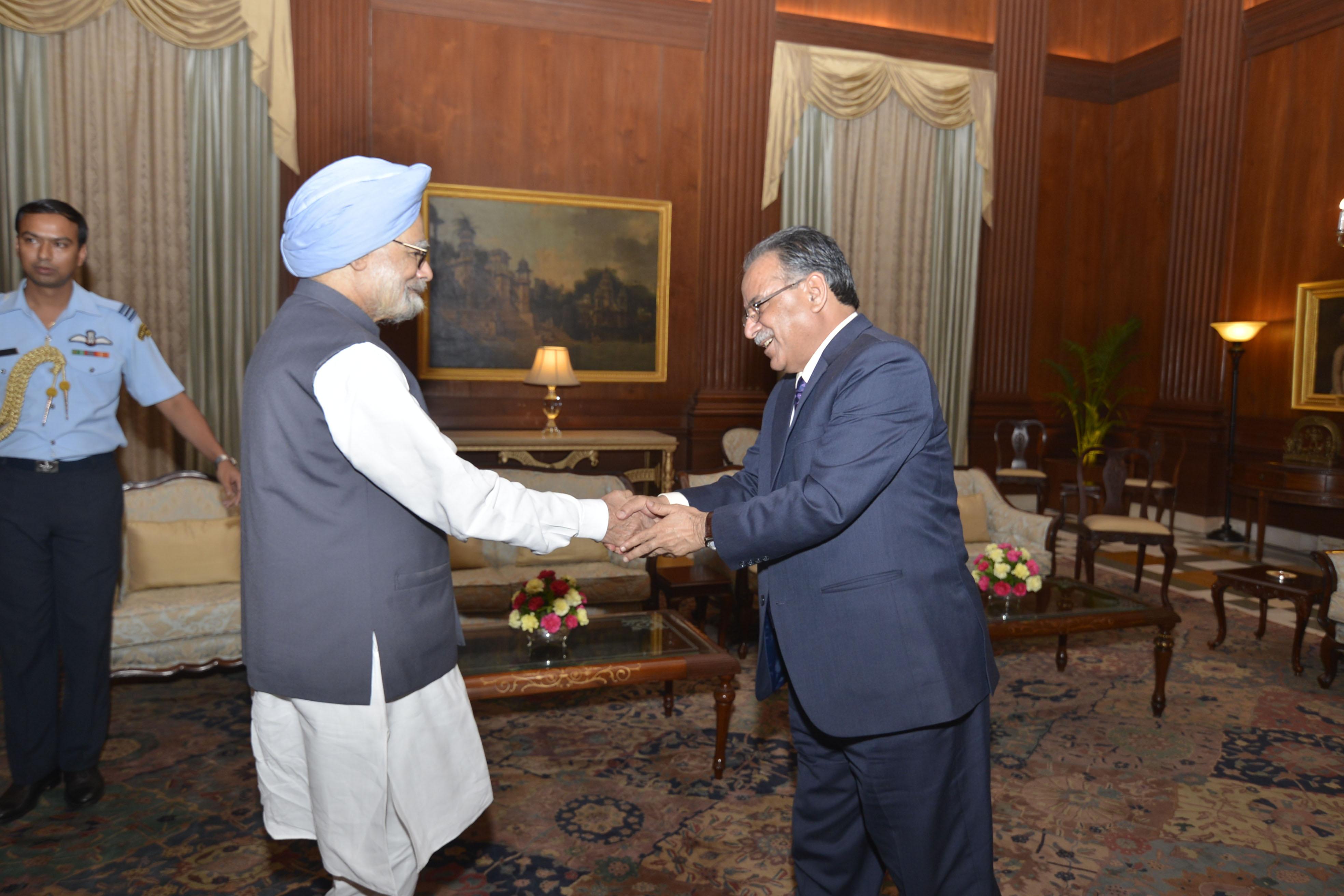 Former Prime Minister of India Manmohan Singh (left) meets Nepal's Prime Minister Pushpa Kamal Dahal at Rashtrapati Bhawan, in New Delhi, on Saturday, September 17, 2016. Photo courtesy: PM Secretariat
