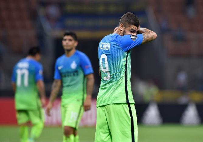 Soccer Football - Inter Milan vs Hapoel Be'er Sheva - UEFA Europa League Group Stage - Group K - San Siro, Milan, Italy - 15/9/16nInter Milan's Mauro Icardi looks dejected nReuters / Giorgio Perottino