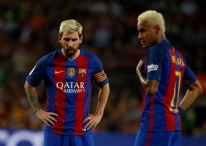 Football Soccer - Barcelona v Alaves - Spanish La Liga Santander - Camp Nou stadium, Barcelona, Spain - 10/09/16 Barcelona's Lionel Messi and Neymar during the match. REUTERS/Albert Gea