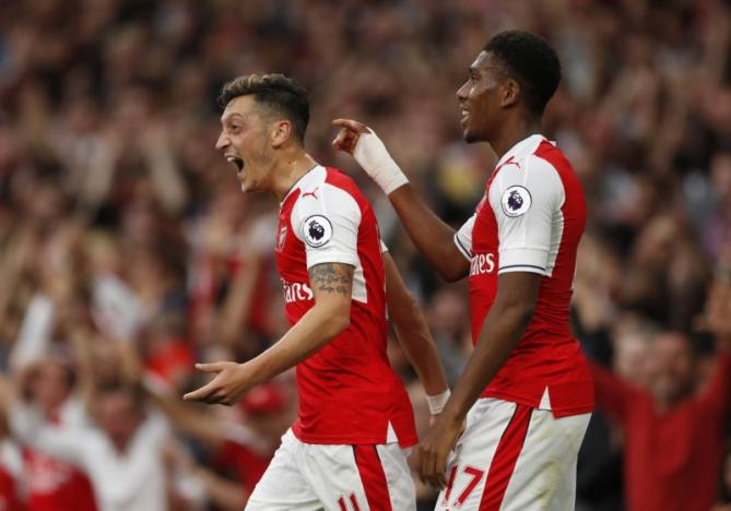 Britain Football Soccer - Arsenal v Chelsea - Premier League - Emirates Stadium - 24/9/16nArsenal's Mesut Ozil celebrates scoring their third goal nAction Images via Reuters / John SibleynLivepic