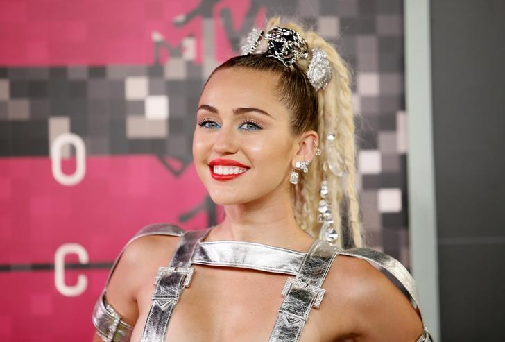 Singer and show host Miley Cyrus arrives at the 2015 MTV Video Music Awards in Los Angeles, California, August 30, 2015.  REUTERS/Danny Moloshok/files