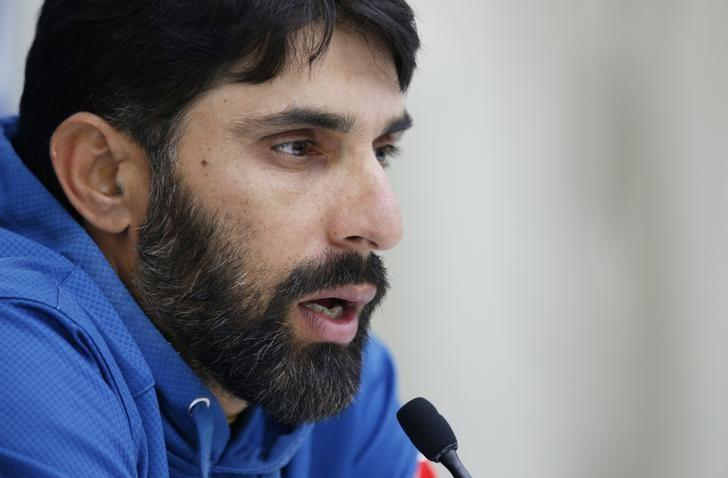 Britain Cricket - Pakistan Press Conference - Kia Oval - 10/8/16nPakistan's Misbah-ul-Haq talks to the media during the press conferencenAction Images via Reuters / Paul ChildsnLivepic