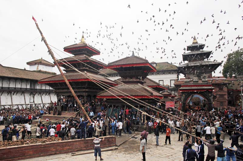 Nepali devotees erect a wooden pole in front of the ancient royal palace on the beginning of the week-long Indra Jatra festival at Basantapur Durbar Square in Kathmandu, on Tuesday, September 13, 2016. Photo: AP