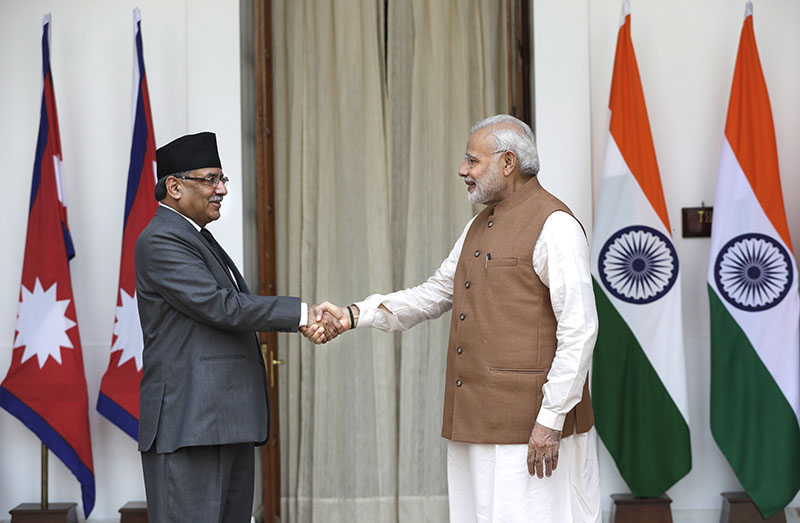 Indian Prime Minister Narendra Modi (right) shakes hand with his Nepali counterpart Pushpa Kamal Dahal before their meeting in New Delhi, India, on Friday, September 16, 2016. Photo: AP