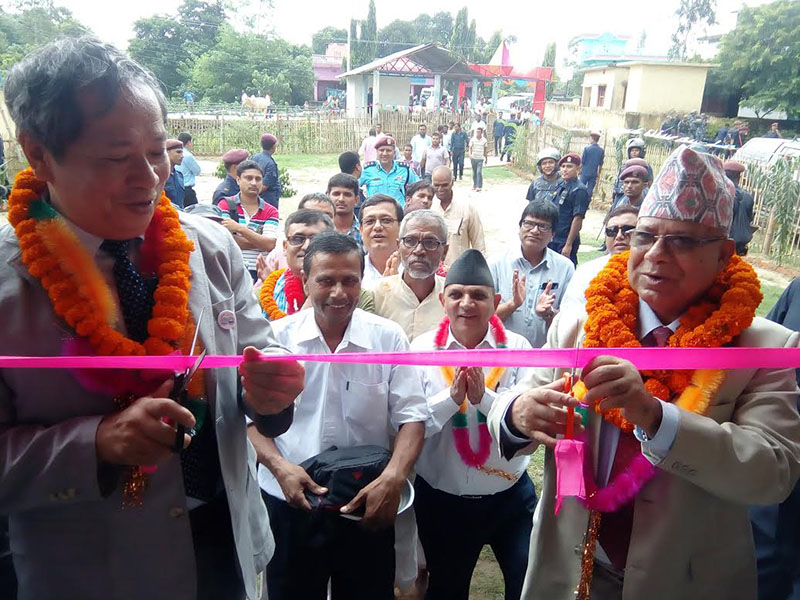 Senior CPN-UML leader Madhav Kumar Nepal inaugurating the Nepal-Japan Friendly Community Building constructed with financial assistance from Japan, in Gangapipara, Rautahat, on Wednesday, September 7, 2016. Photo: THT