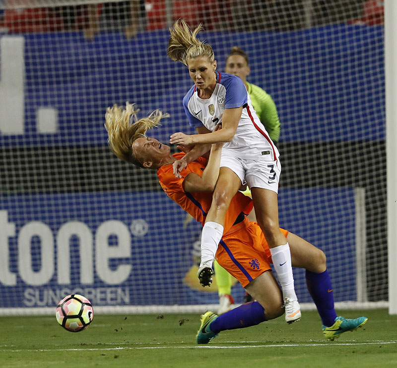 USA's Allie Long (3) and Netherlands' Stefanie van der Gragt collide as they vie for the ball in the first half of an exhibition soccer match, on Sunday, September 18, 2016, in Atlanta. Photo: AP Photo/John Bazemore
