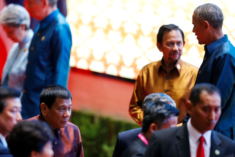 Philippine President Rodrigo Duterte arrives at the ASEAN Summit family photo while US President Barack Obama chats with the Sultan of Brunei Hassanal Bolkiah in Vientiane, Laos, on  September 7, 2016. Photo: Reuters