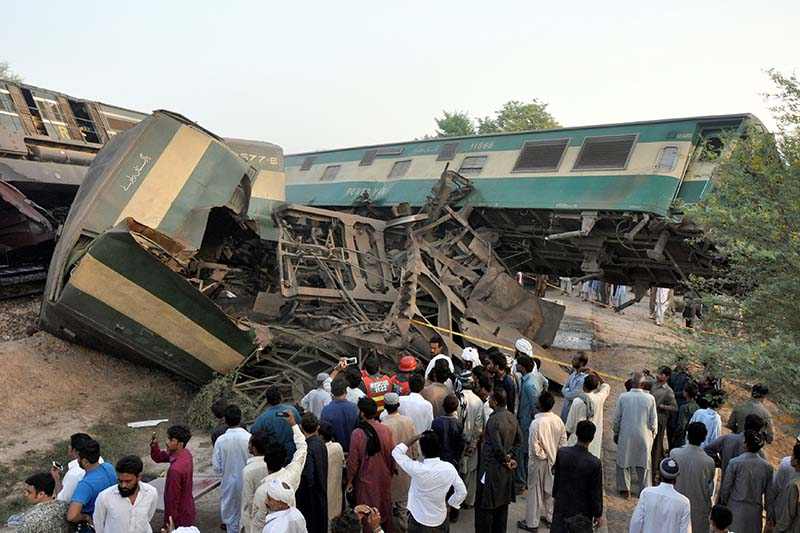 Locals look at the wreckage after two trains collided near Multan, Pakistan on September 15, 2016. Photo: Reuters
