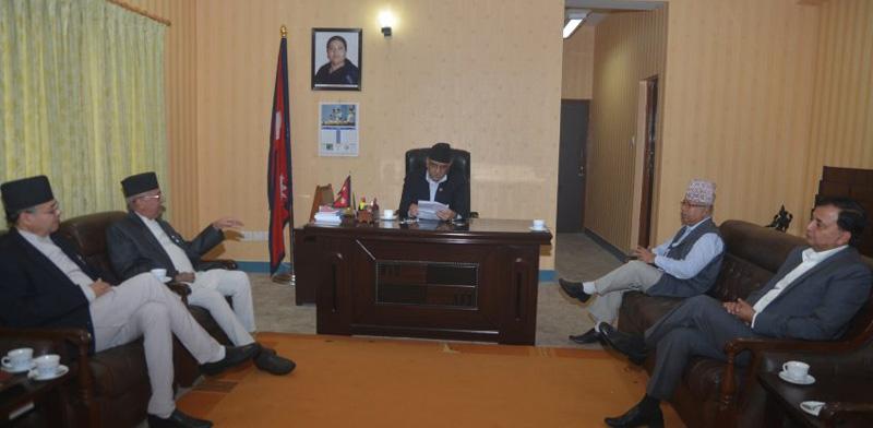 CPN-UML leaders hold a meeting with Prime Minister Pushpa Kamal Dahal at Singha Durbar on Sunday, 11 September 2016. Photo: PMu2019s Secretariat