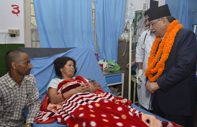 Prime Minister Pushpa Kamal Dahal inquires health  condition of a patient at Bharatpur Hospital in Chitwan district, on Thursday, September 29, 2016. Photo: PM's Secretariat