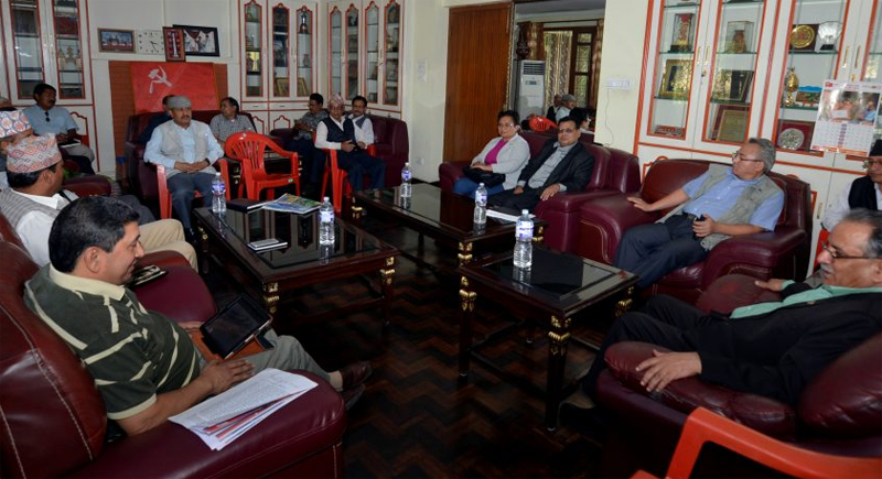 Prime Minister and CPN Maoist Centre Chairman Pushpa Kamal Dahal holding a meeting with party leaders at Lazimpat on Tuesday, September 20, 2016. Photo: PM Dahal's Secretariat
