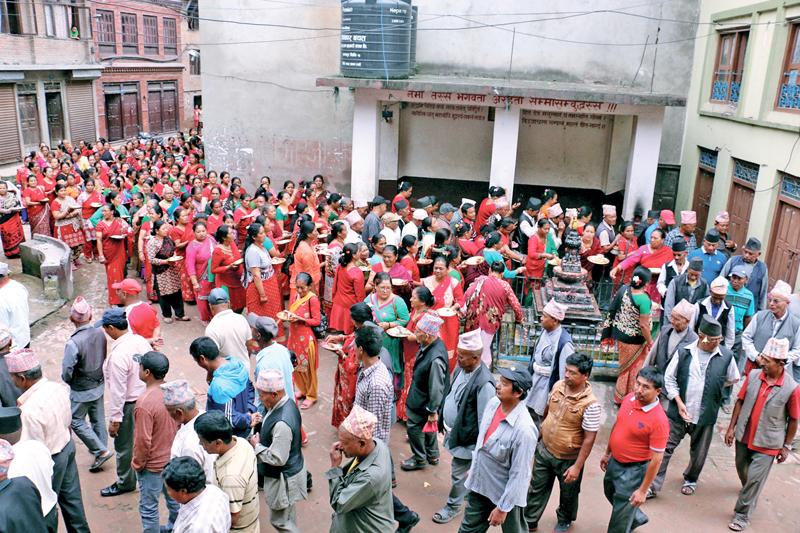 Hindu devotees throng Pashuptainath Temple area on the occasion  of Teej festival in Kathmandu, on Friday, September 2, 2016. Photo: THT