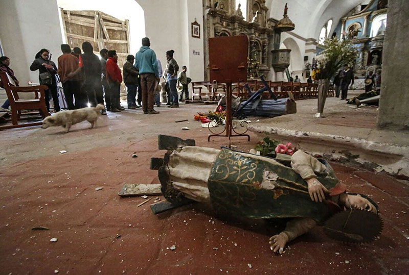 A statue of a saint lays on the floor of a church in Chivay, Peru, on Monday, August 15, 2016. Photo: Peruvian government news agency ANDINA via AP