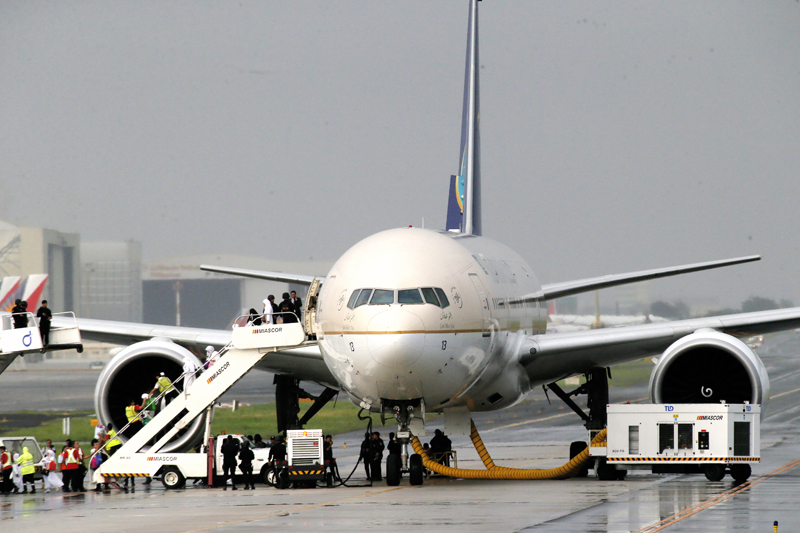 Passengers disembark from Saudi Arabian Airlines plane at the parallel runway of the Ninoy Aquino International Airport after it made a distress call shortly before landing Tuesday, September 20, 2016 at suburban Pasay city south of Manila, Philippines. Philippine officials say the Saudi Arabian Airlines plane from Jeddah was placed in isolation after it touched down, but the flight crew later said they made a mistake in sending the emergency message. Photo: AP