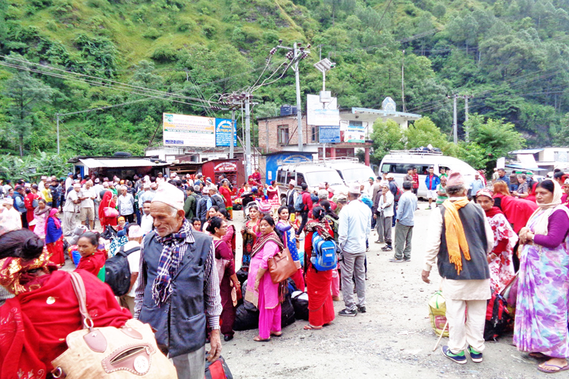 Devotees throng Beni of Myagdi district on their way to Muktinath and Kagbeni for pilgrimage, on Thursday, September 29, 2016. Photo: RSS