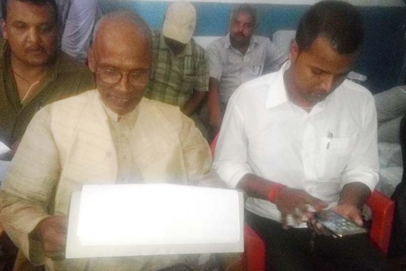 Ravishankar Yadav, the headmaster of Nemdhari Basudev Higher Secondary School, and his predecessor Rameshwor Raya Yadav showing  text messages that the former received from the suspects, at the District Police Office, on Tuesday, September 6, 2016. Photo: Prabhat Kumar Jha