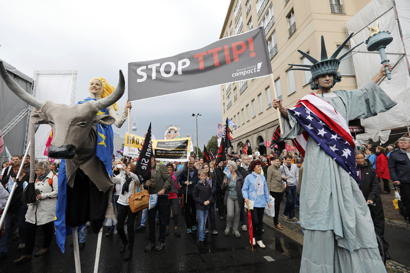 Consumer rights activists take part in a march to protest against the Transatlantic Trade and Investment Partnership (TTIP) and Comprehensive Economic and Trade Agreement (CETA) in Berlin, Germany, on September 17, 2016. Photo: Reuters