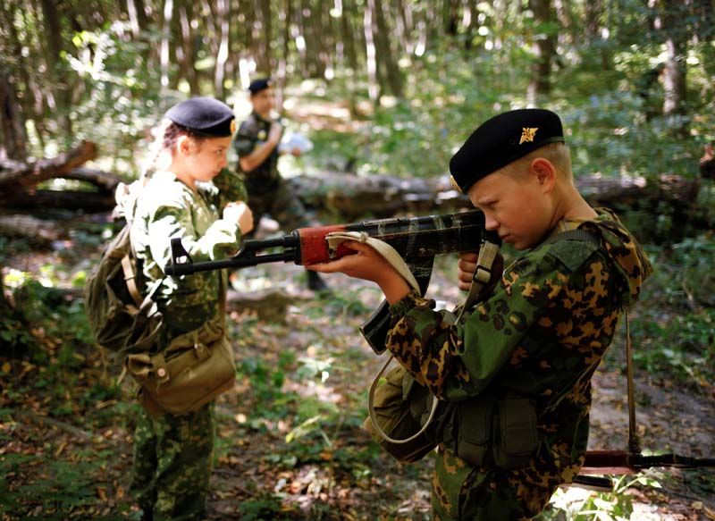 Fifth-grade students of the General Yermolov Cadet School take part in their first military tactical exercise on the ground, which includes radiation resistance classes, forest survival studies and other activities, in Stavropol, Russia, on September 10, 2016. Photo: Reuters
