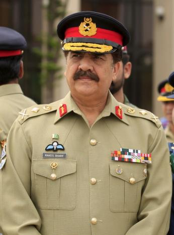 Pakistan's Army Chief of Staff General Raheel Sharif attends a ceremony at the Nur Khan air base in Islamabad, Pakistan May 9, 2015. REUTERS/Faisal Mahmood/File Photo